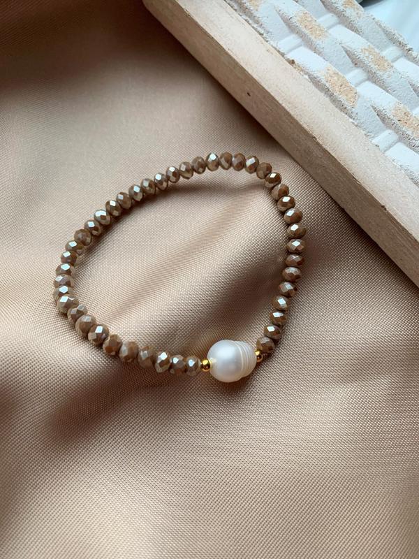 Нежный женский браслет из бисера с пресноводным жемчугом