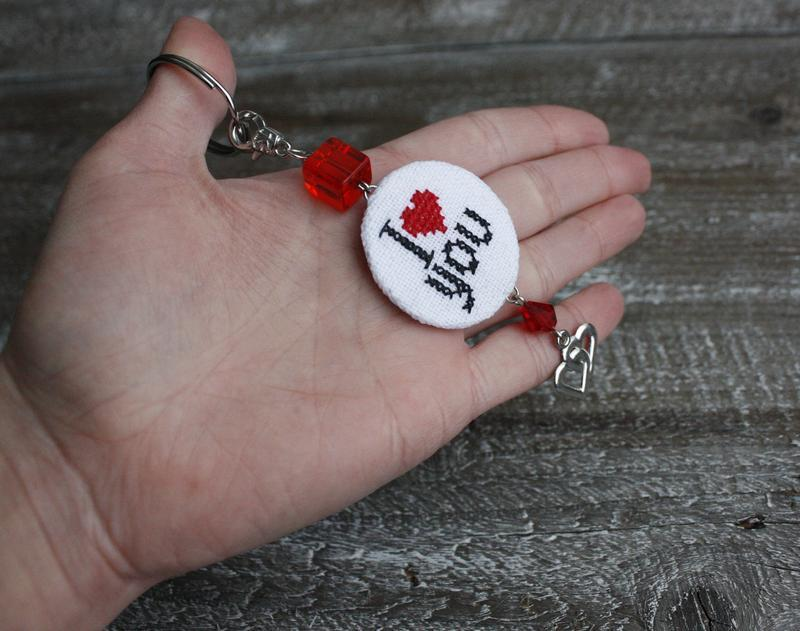 Брелок на рюкзак сумку Именной подарок на день Валентина Брелок для ключей с буквой