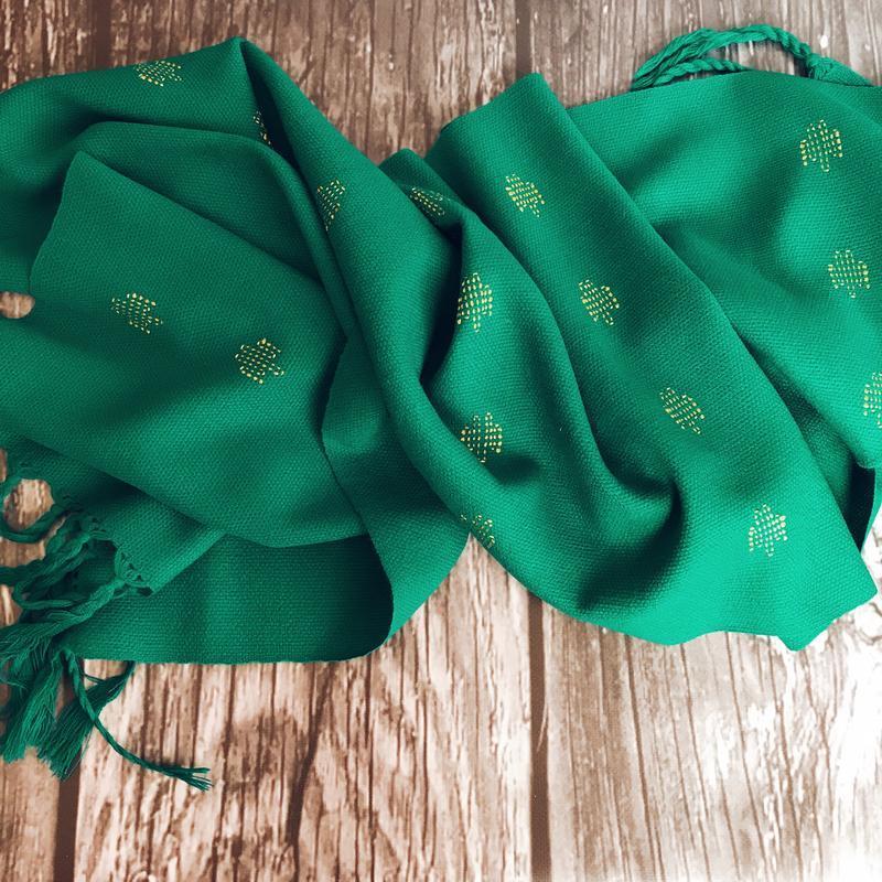 Тканый женский шарф зелёного цвета