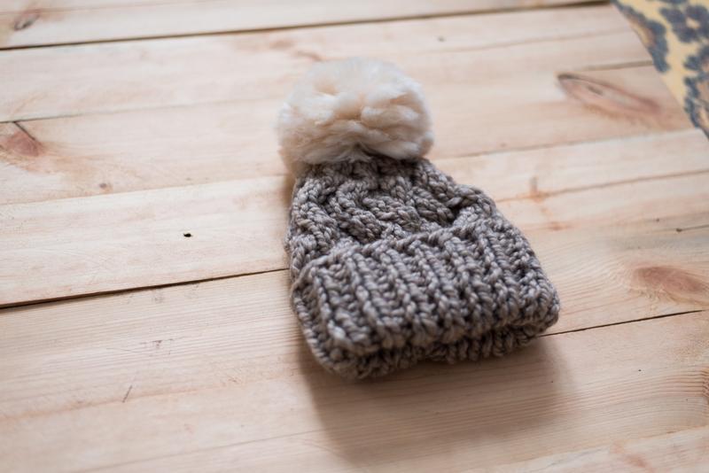 Детская вязаная шапка из альпаки с помпоном