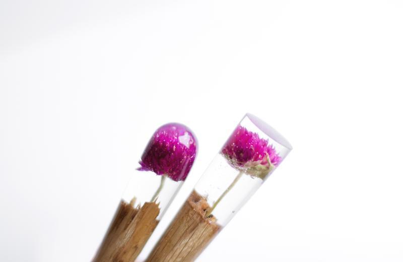 Заколка с сухоцветом лиловой гомфрены Шпилька из дерева для волос Палочка канзаши из эпоксидных смол