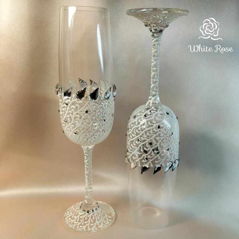 Нежно-белые свадебные бокалы / бокалы на свадьбу