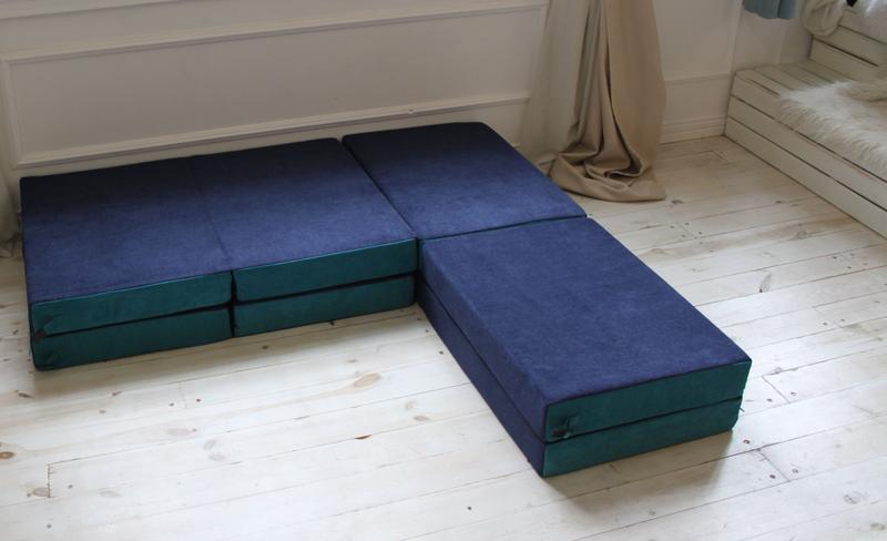Бескаркасная кровать-трансформер без механизма трансформации для облегченного перемещения