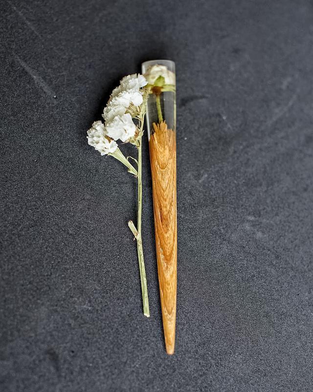 Деревянная шпилька для волос с розой Сухоцвет белой розы в эпоксидной смоле Заколка палочка Подарок