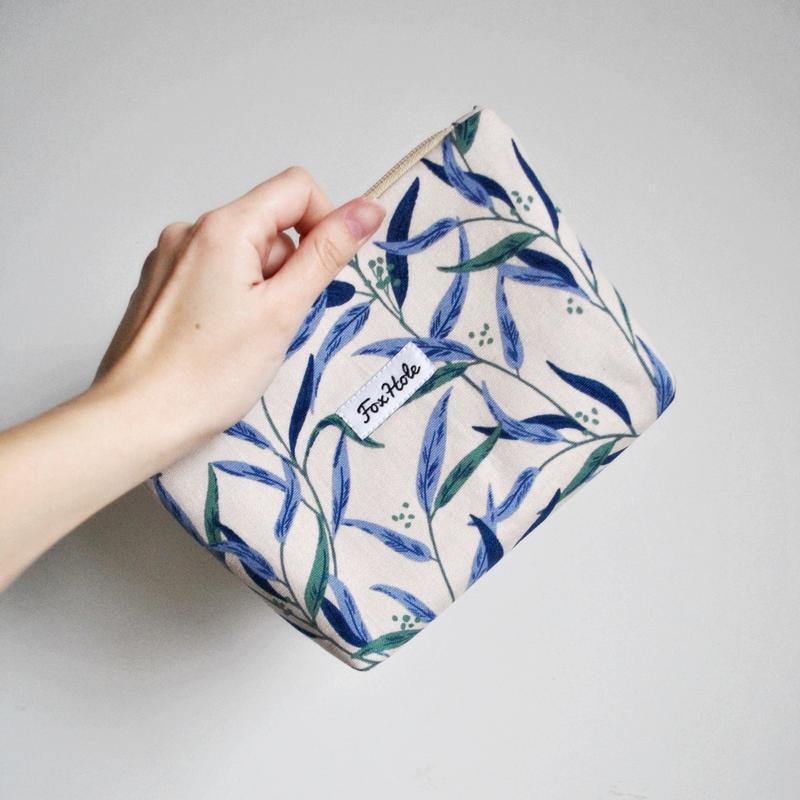 """Косметичка """"Синие листья"""" маленькая"""