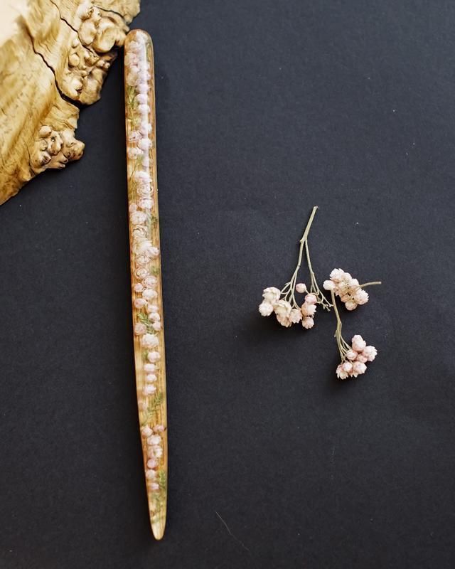 Заколка из дерева и смолы розовым озотамнусом, живые цветы в смоле, эпоксидка, подарок для девушки