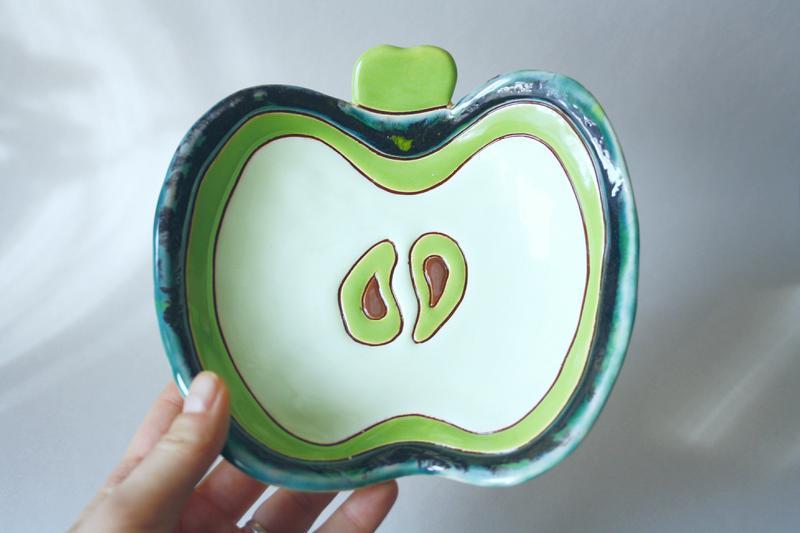 Зеленая миска яблоко