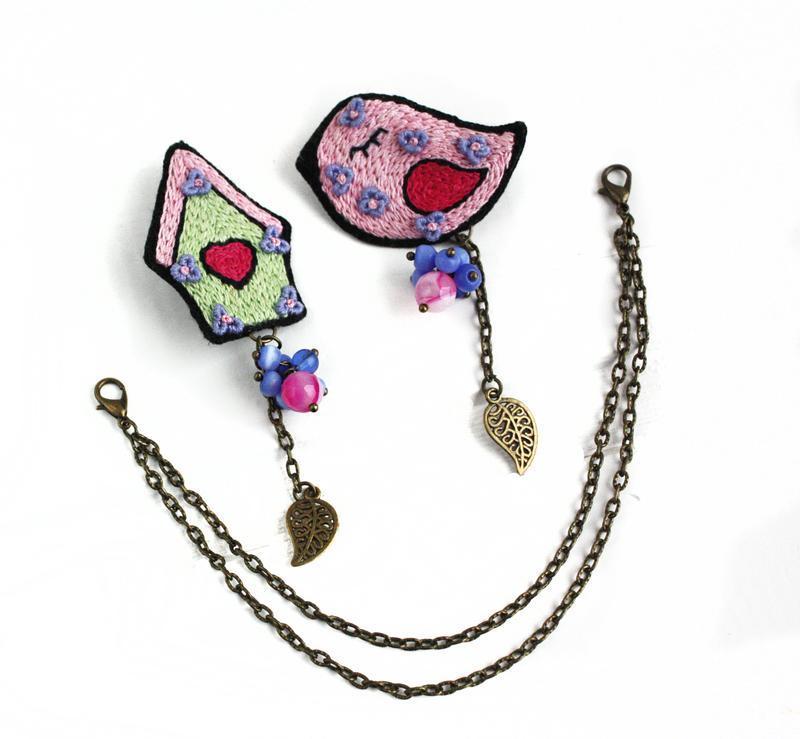 Весенняя брошь птица Розовая брошка Брошь на рюкзак Подарок для девушки на 8 марта