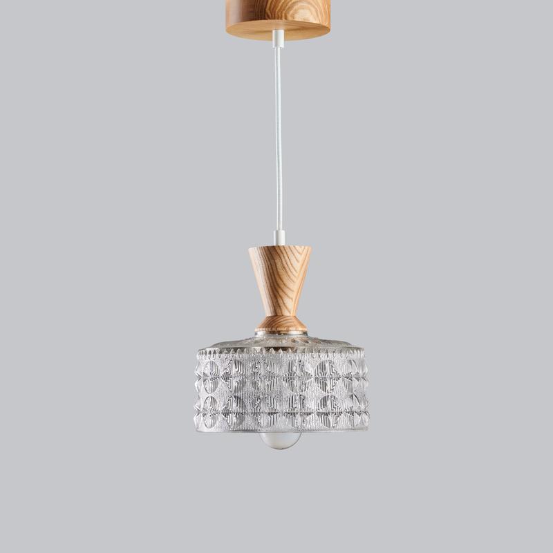 Светильник люстра из массива ясеня и винтажного хрустального абажура