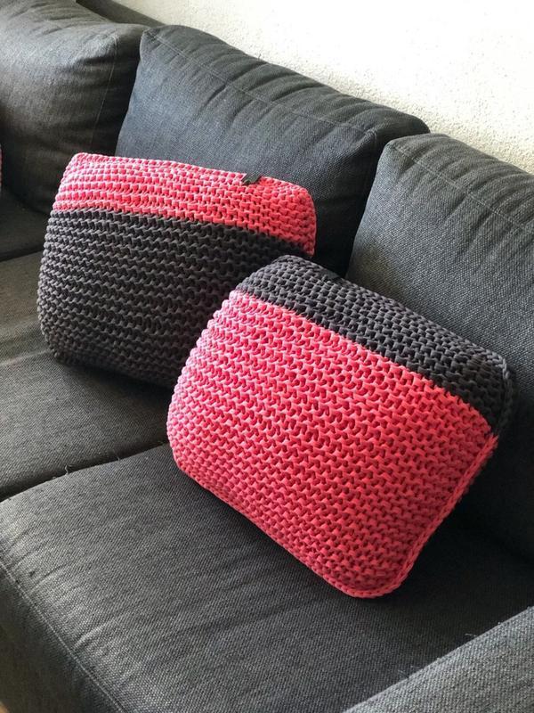 Интерьерная вязаная подушка