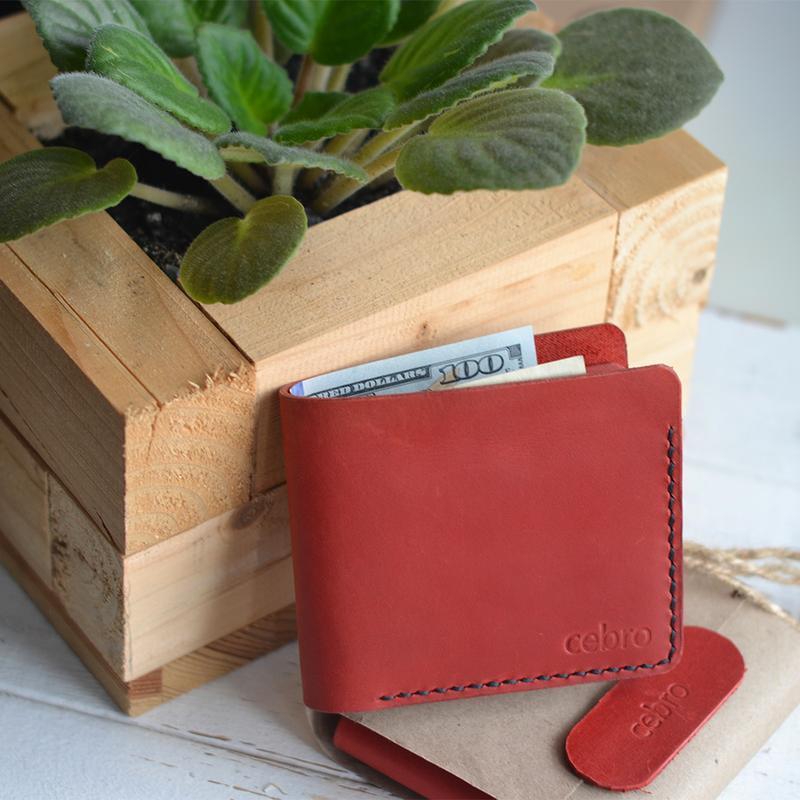 Красный кошелек на 2 карты