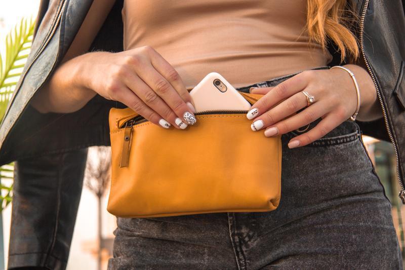 Компактна поясна сумка з натуральної шкіри жовтий