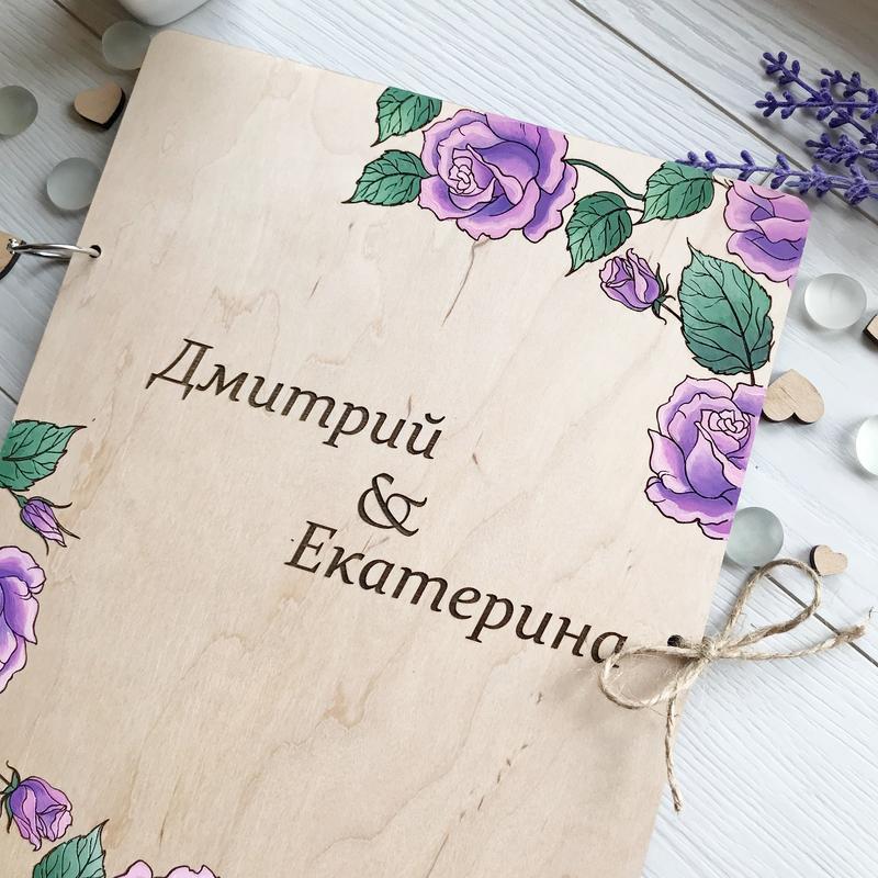 Деревянная папка для свидетельства о браке с цветными элементами