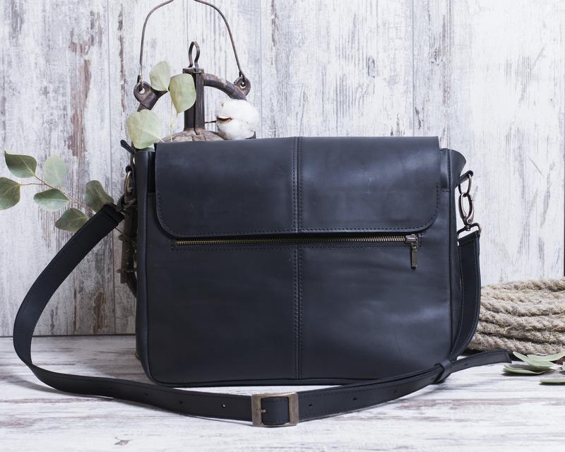 Мужская сумка через плечо из натуральной кожи черный