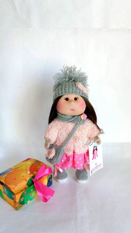 Текстильная кукла Ника, с комплектом, вязаной крючком одежды.