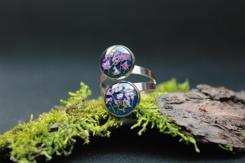 Кольцо с настоящими цветами