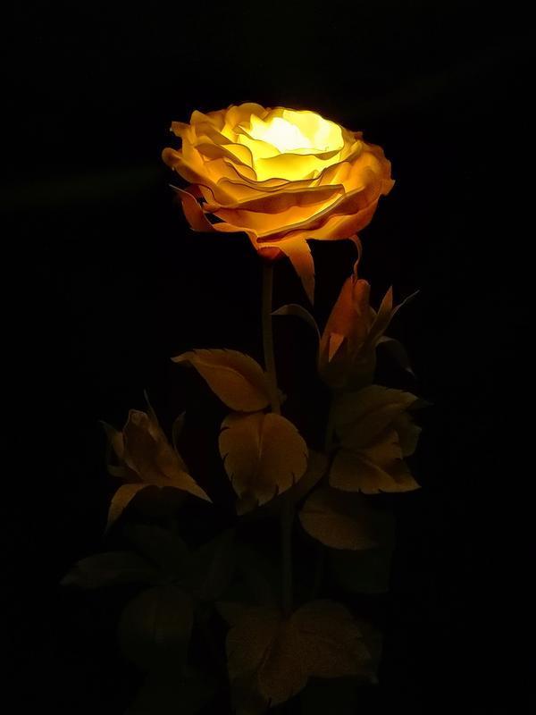 Светильник - Роза и 2 бутона (лампа - телый свет)