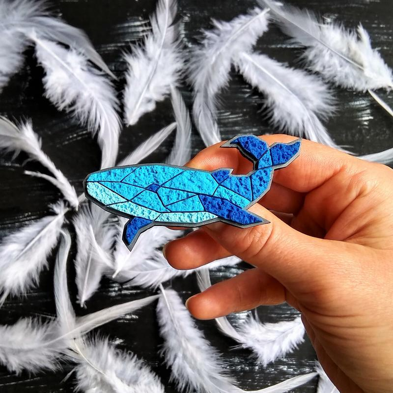 Интересная полигональная брошь Кит. Авторская минималистичная брошь Кит ручной работы. Морская Рыбка