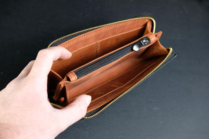 Кожаный кошелек на круговой молнии с ручкой, кожа краст, цвет Черный