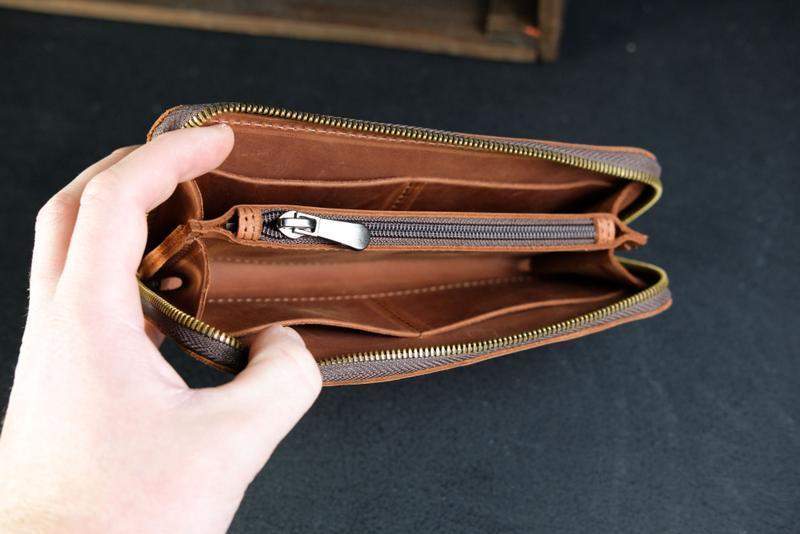 Шкіряний гаманець на круговій блискавці з ручкою, шкіра Crazy Horse, колір коньяк