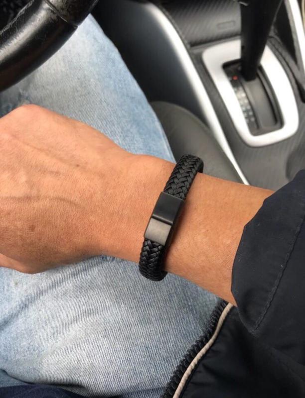 Кожаный мужской чёрный браслет