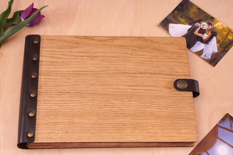 Імений фотоальбом в дубовій обкладенці