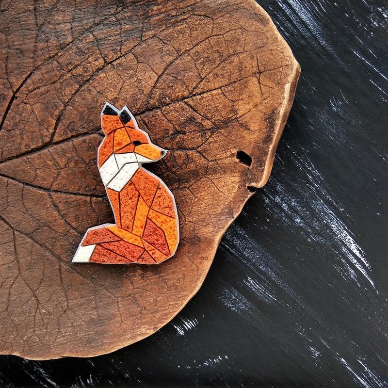 Полигональная рыжая брошь Лисица. Авторская брошь Лисичка ручной работы. Брошь на подарок
