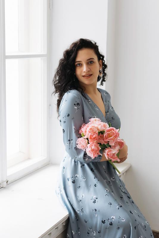 Платье шелковое в цветочек Серо-голубое