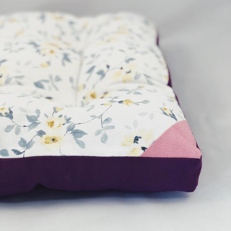 Подушка для сидения жёлтые цветы с фиолетовым однотонном. Мягкое сиденье. Чехол на стул.