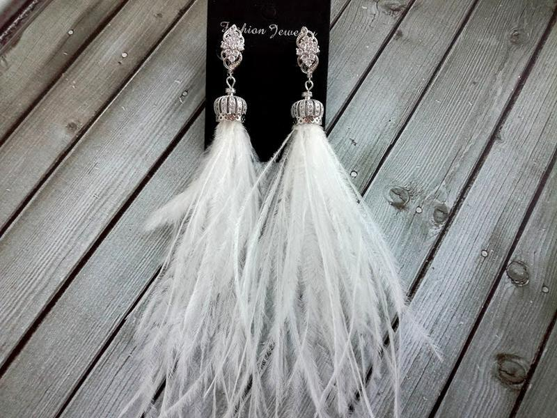 Серьги из натуральных перьев страуса белого цвета