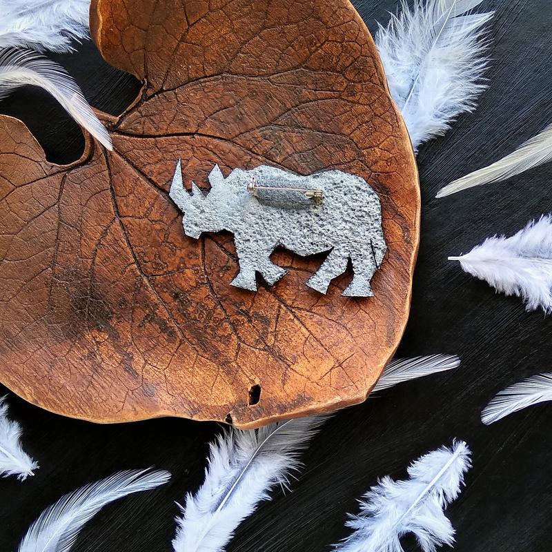 Геометрическая брошь Носорог - символ силы. Украшение Носорог. Экзотическая геометрическая брошь