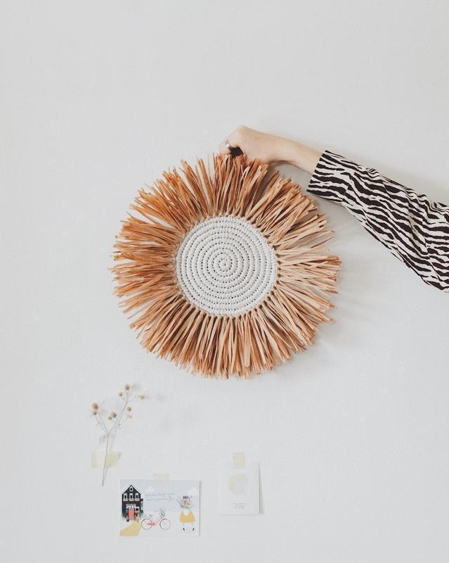 Круглое панно для детской комнаты в стиле бохо