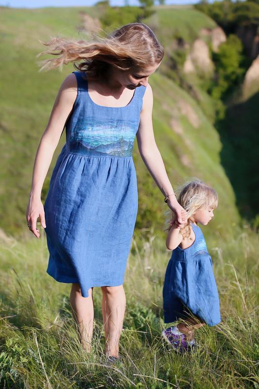 Комплект льняные сарафаны для мамы и дочки Family look с  росписью