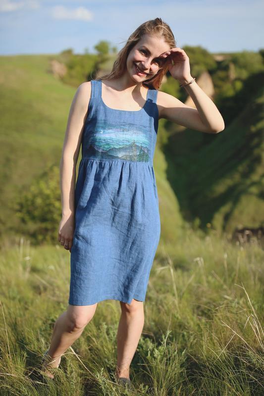 Синий льняной сарафан летний и под гольф с ручной росписью