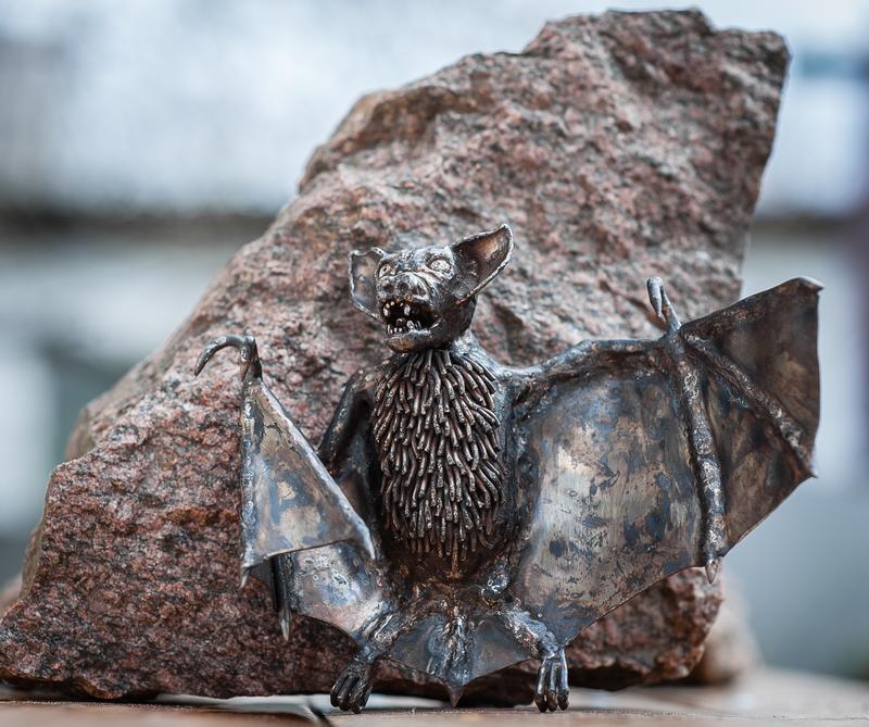 летюча миша з нержавіючої сталі