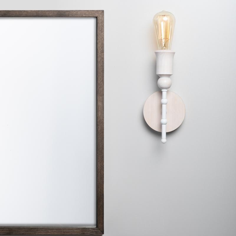 Бра белый настенный светильник Sputnik 1 в стиле лофт, металл и ясень