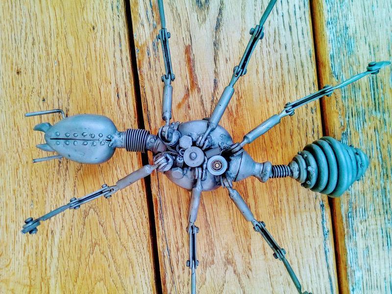 механічний мураха з нержавіючої сталі в стилі стімпанк
