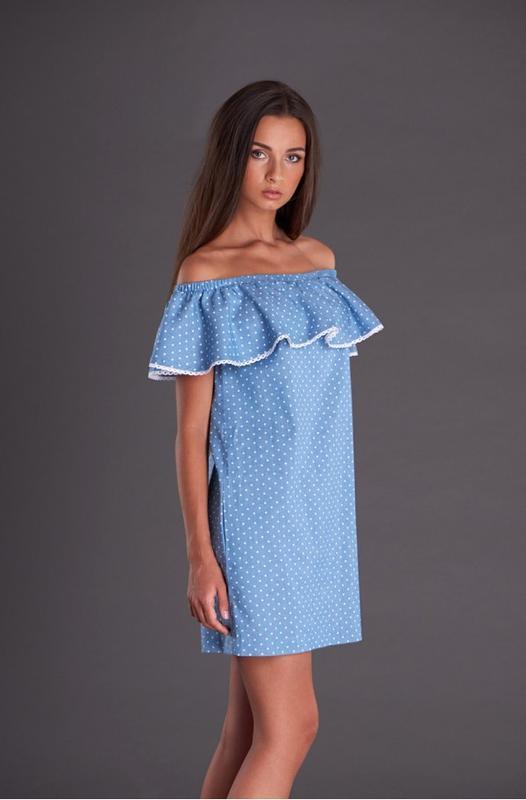 28966d7bbca9131 Джинсовое платье с воланом на плечах ручной работы купить в Украине ...