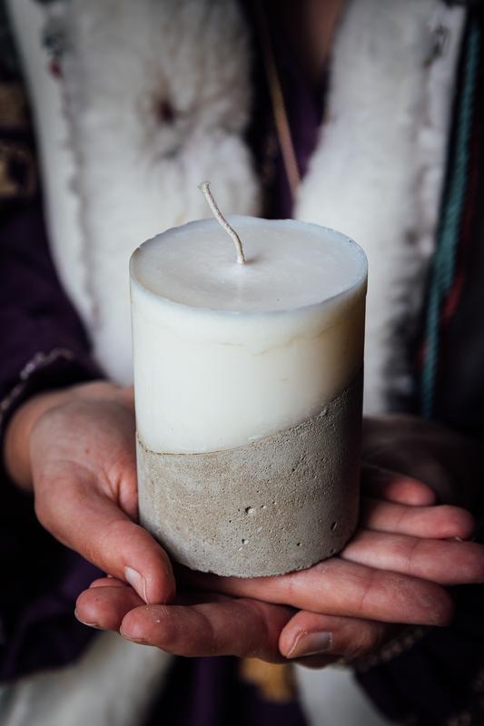 Натуральная свеча с бетоном   свічка