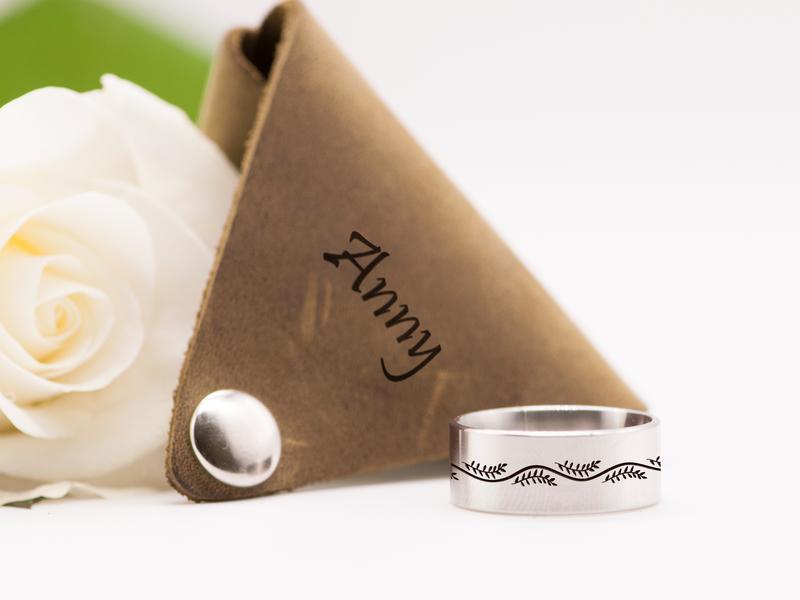 Женское оригинальное кольцо с гравировкой веточки