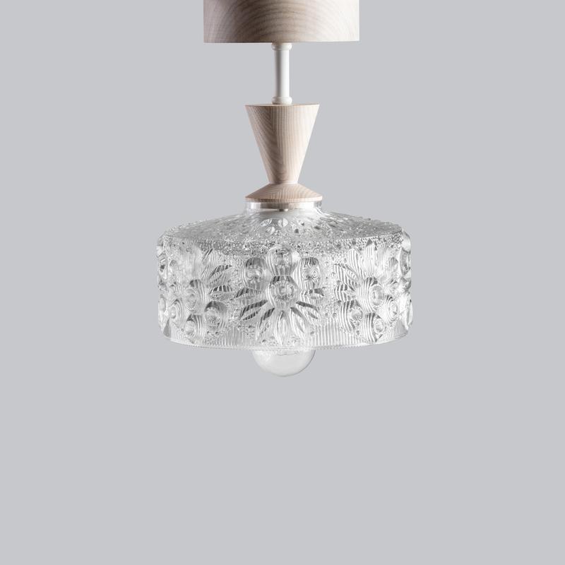 Светильник потолочный Люстра из массива ясеня, металла и винтажного хрустального абажура
