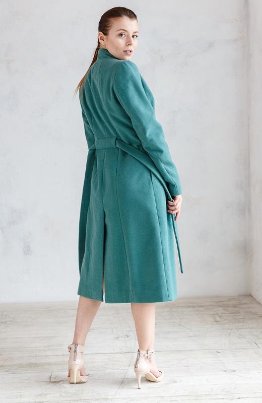 Пальто демисезонное кашемировое в зеленом оттенке
