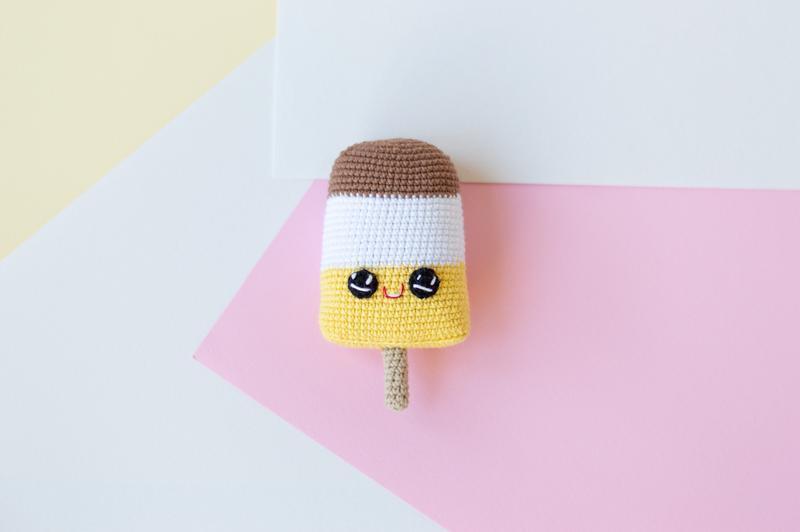 Лимонное мороженое на палочке ,вязаная игрушка крючком амигуруми