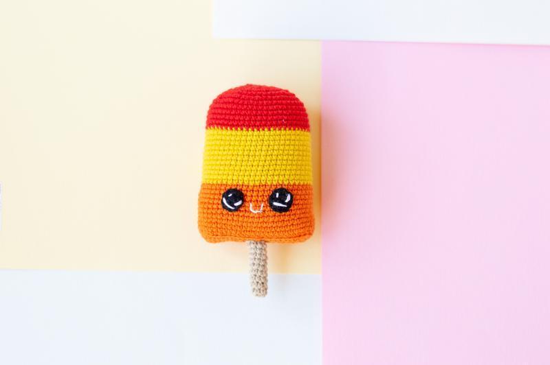 Мороженое мультифрукт на палочке, вязаная игрушка крючком, амигуруми