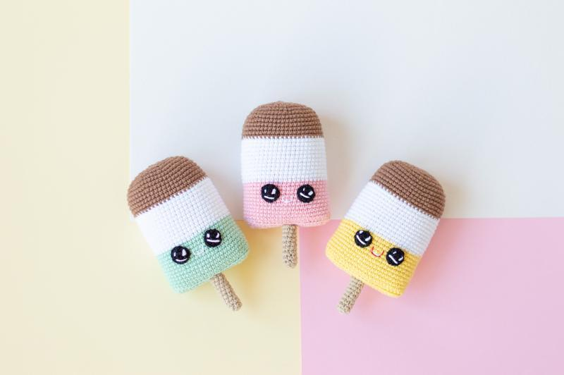 Мороженое (малина, ваниль,шоколад) на палочке, вязаная игрушка крючком ,амигуруми