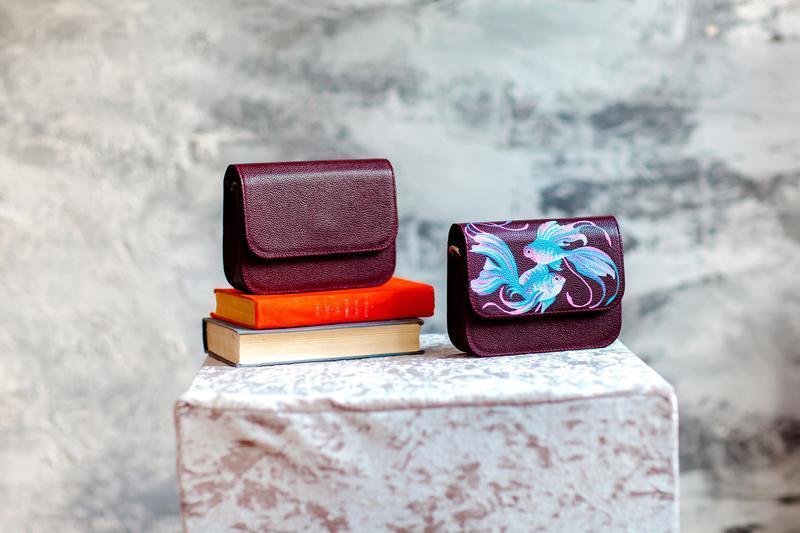 Сумка из натуральной кожи с рисунком в цвете бордо