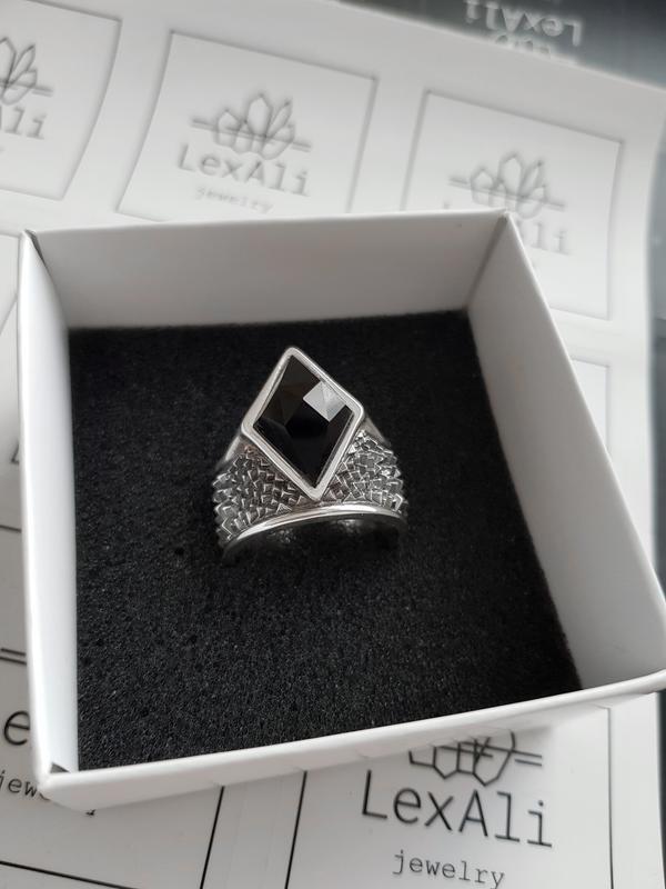 Серебряное широкое кольцо перстень с шипами и черным камнем