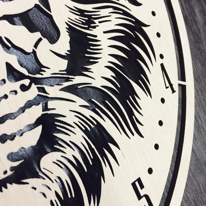 Круглые часы из дерева на стену «Тигр»