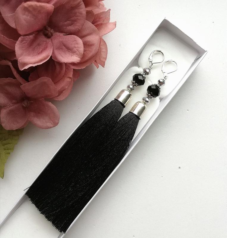 Серьги-кисточки длинные черные. Сережки-китиці довгі чорні.