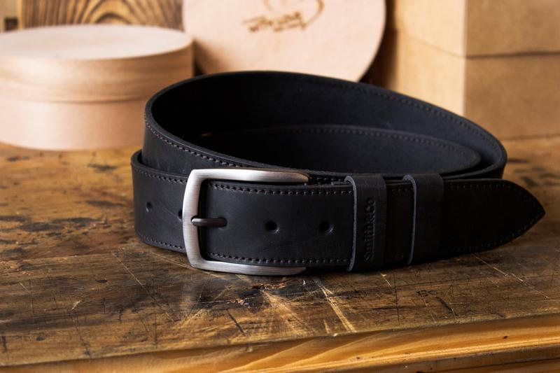 Мужской кожаный черный ремень c гравировкой. Чоловій кожаный ремень с гравировкой